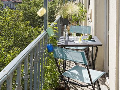 Comment aménager un petit balcon ? Conseils et idées